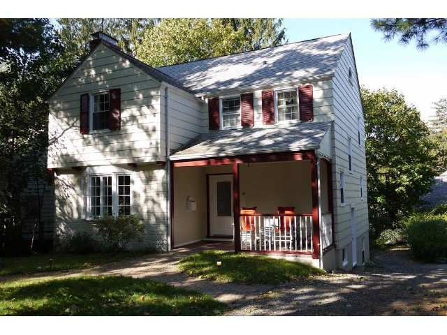 3 BR,  2.50 BTH  Colonial style home in Hartsdale